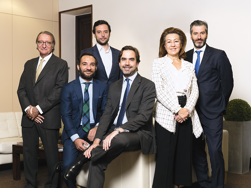 Roundtable participants (l-r): SAREB's Manuel Enrich, Colliers International's Álvaro Alonso, independent debt advisor Gerardo Manrique, Incus Capital's Alejandro Moya, Azora Group's Cristina García-Peri and Urbania International's Alberto López