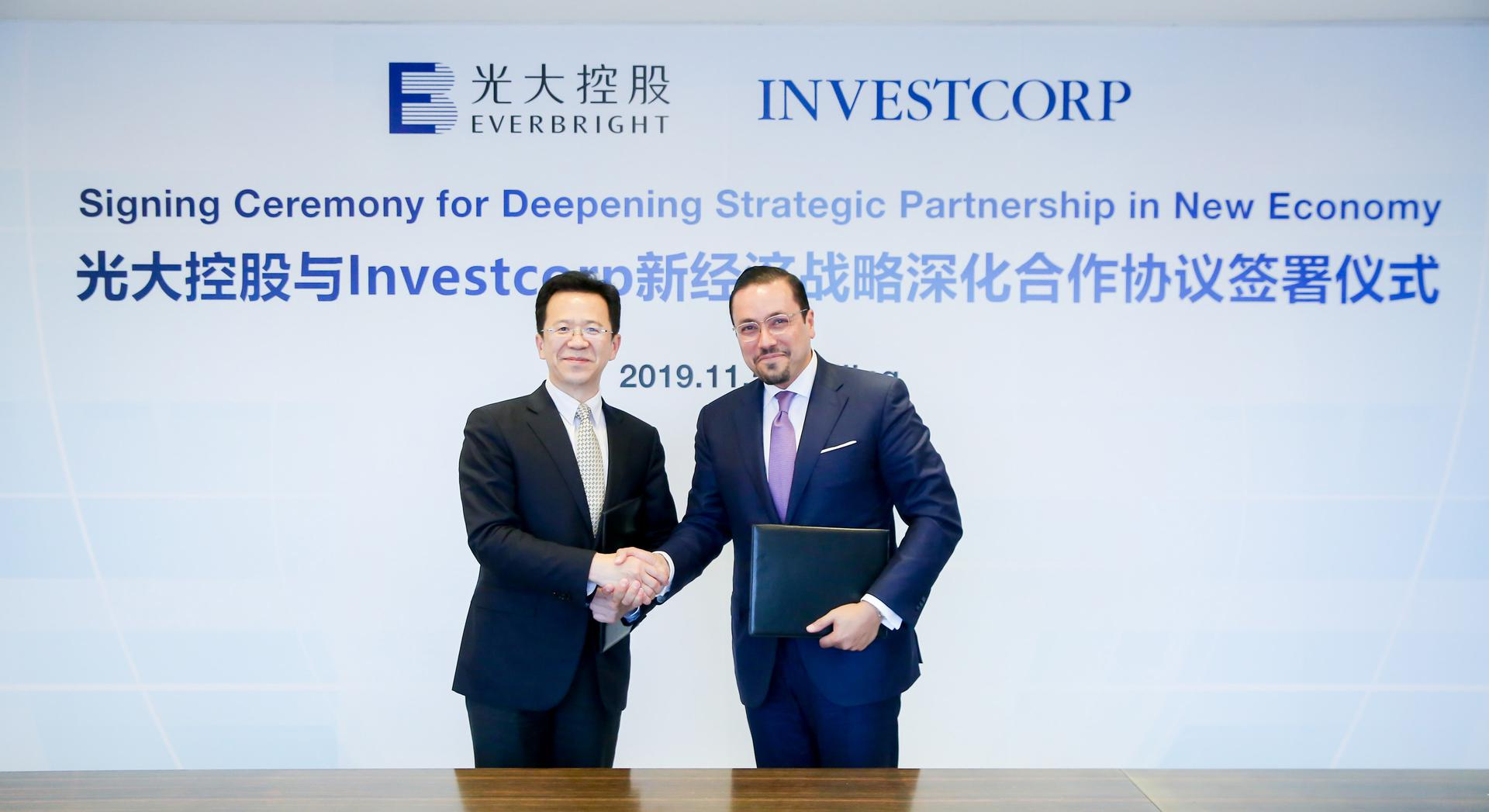 Zhao Wei, CEO of Everbright, shakes hands with Investcorp's co-CEO Hazem Ben-Gacem